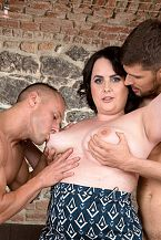 Sarah Jane Receives Pleased With 2 Studs